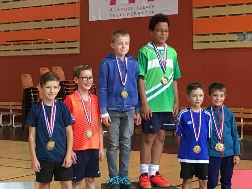 Podium double poussin